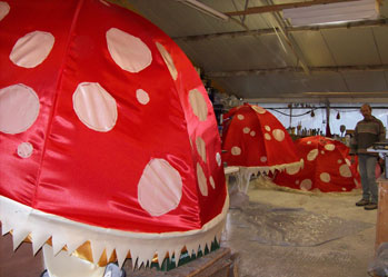 giant puppets toadstool
